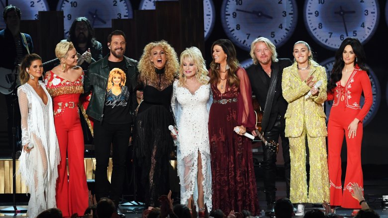 Maren Morris, Katy Perry, Jimi Westbrook, Kimberly Schlapman, Karen Fairchild, Dolly Parton Philip Sweet, Miley Cyrus, and Kacey Musgraves