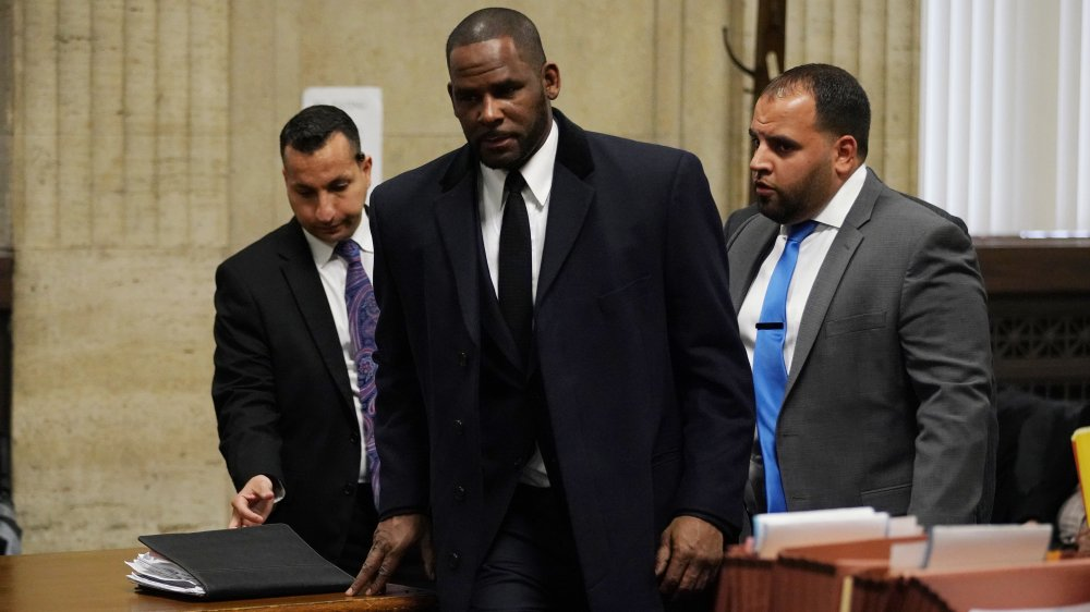 R. Kelly appears before a judge at Leighton Criminal Court