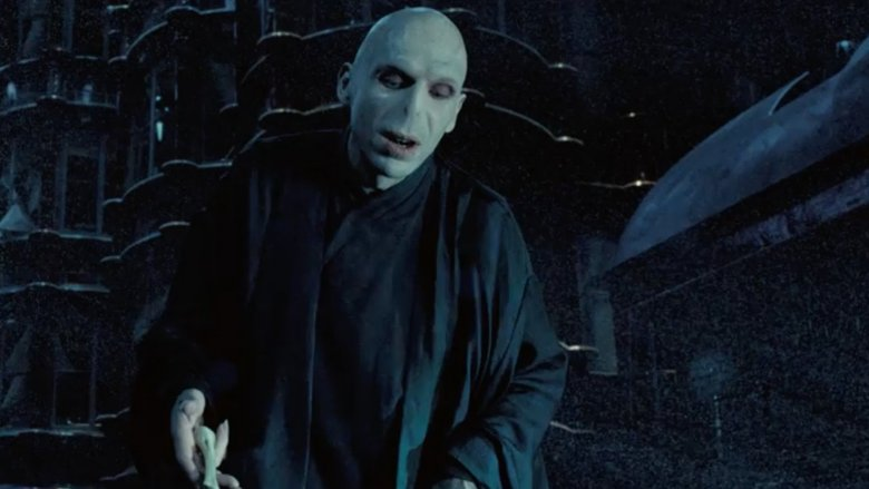 The actor who plays Voldemort is gorgeous in real life - photo#10