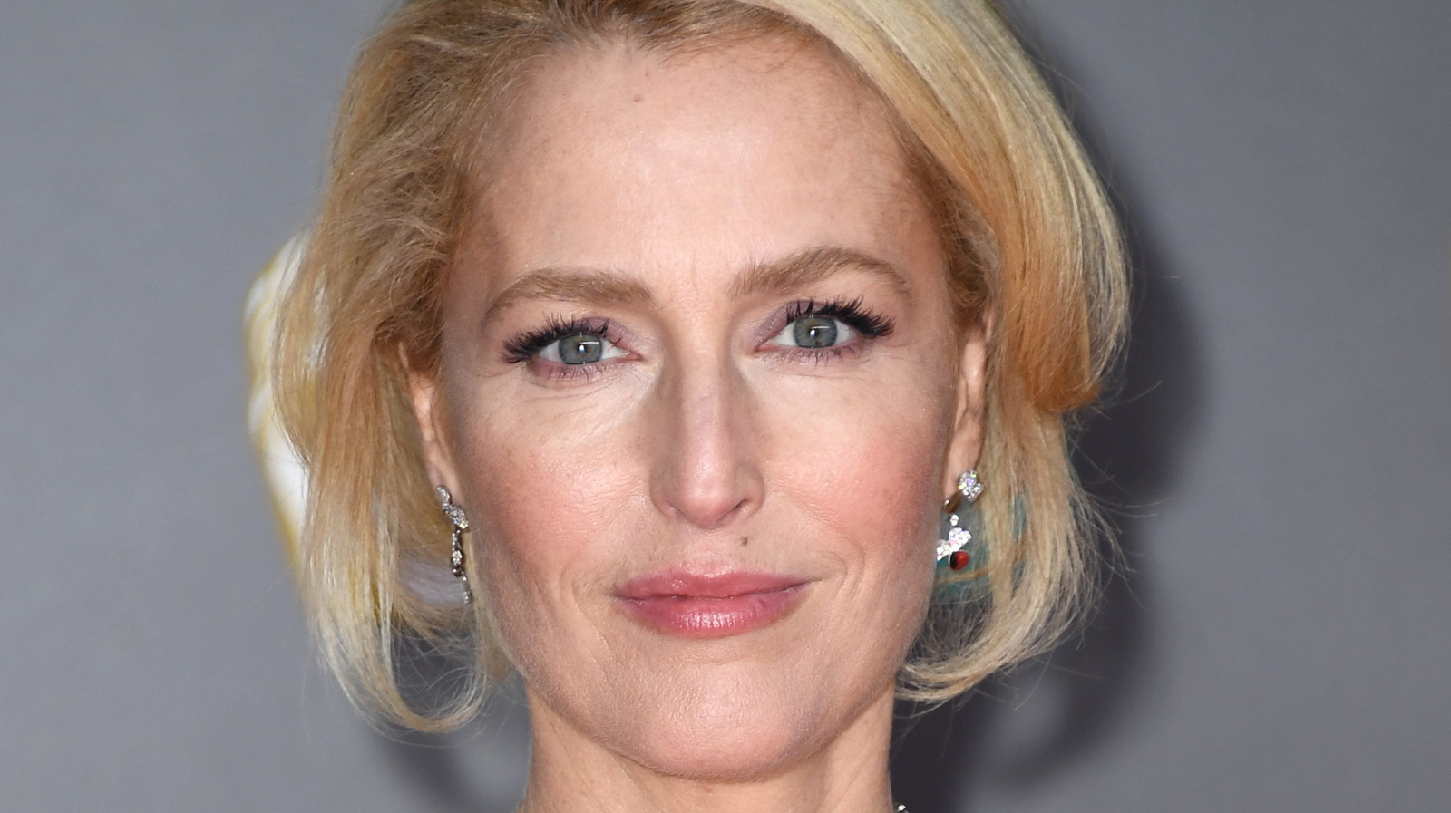 Why Gillian Anderson Thanking Her Ex At The Golden Globes Is Turning Heads.jpg