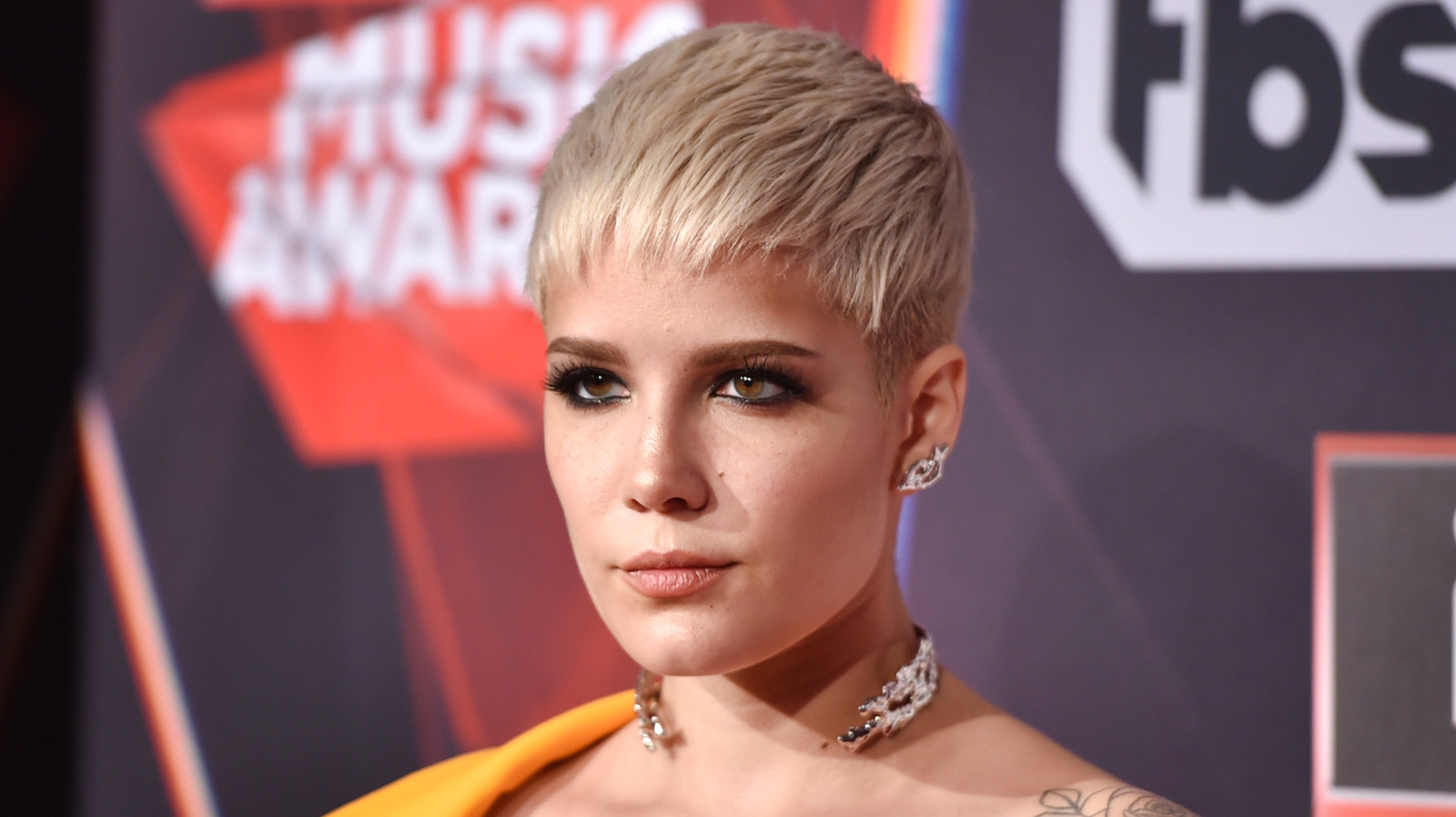 Why Halsey Is Apologizing For Sharing A Photo Depicting Her Eating Disorder.jpg