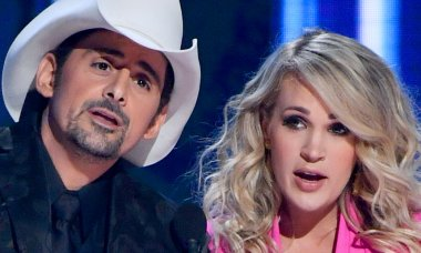 Brad Paisley and Carrie Underwood at the 2018 CMAs